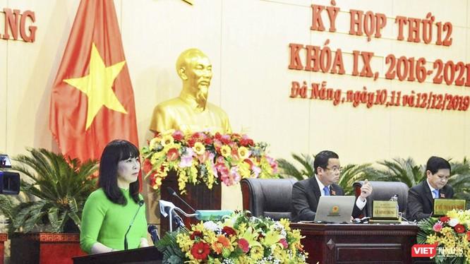 Bà Trương Thị Hồng Hạnh - Giám đốc Sở Du lịch Đà Nẵng tại phiên chất vấn Kỳ họp thứ 12, HĐND TP Đà Nẵng Khóa IX