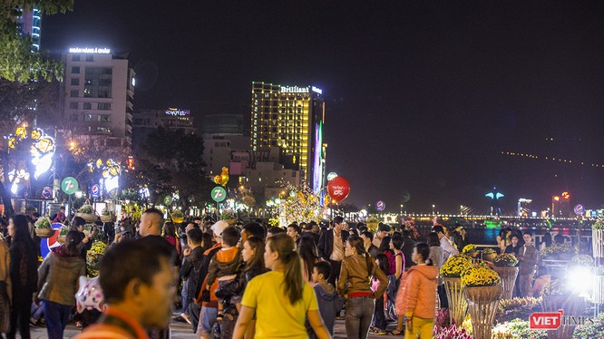 Một góc tuyến đường Bạch Đằng (Đà Nẵng) về đêm