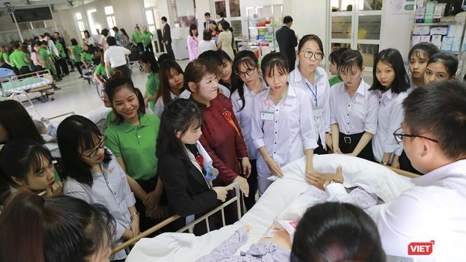 Phòng thực hành điều dưỡng (skills lab) theo tiêu chuẩn Nhật Bản trong ngày đầu đưa vào hoạt động.