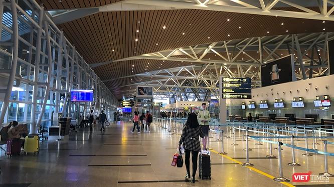 Đà Nẵng tạm dừng đón khách du lịch đến từ Trung Quốc, đồng thời áp dụng tờ khai y tế bắt buộc đối với người nhập cảnh từ Trung Quốc và kiểm soát chặt hành khách nhập cảnh tại các cửa khẩu.