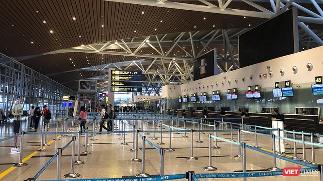 Ngày 22/1, Đà Nẵng đón đoàn khách gồm 218 người từ Vũ Hán nhập cảnh qua cửa khẩu sân bay
