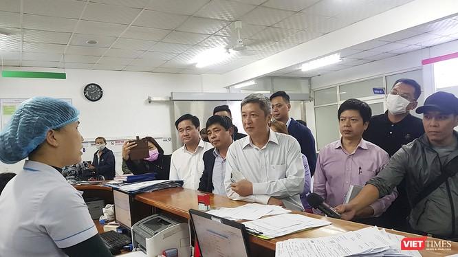 Thứ trưởng Bộ Y tế Nguyễn Trường Sơn và đoàn công tác của Bộ Y tế đã có chuyến thị sát và kiểm tra kiểm tra công tác phòng chống bệnh viêm phổi cấp do virus corona tại Đà Nẵng