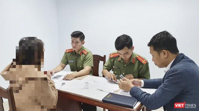 PA 83 Công an TP Đà Nẵng và đại diện Sở TT&TT TP làm việc với chủ tài khoản facebook đăng tin sai sự thật về dịch virus corona trên địa bàn