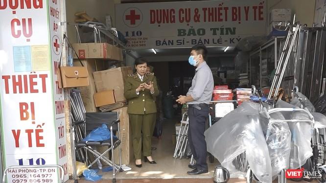 Cửa hàng kinh doanh thiết bị y tế Bảo Tín địa chỉ 110 Hải Phòng (quận Hải Châu) có hành vi bán hàng tăng giá, không niêm yết giá các vật tư y tế, giá các loại khẩu trang, nước rửa tay sát trùng…