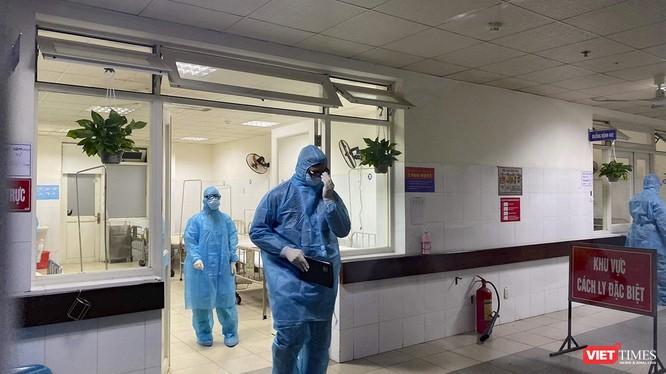 Từ 13h30 chiều qua đến nay, tại các bệnh viện trên địa bàn Đà Nẵng đã cho ra viện thêm 2 trường hợp, đồng thời tiếp nhận thêm 4 trường hợp nghi nhiễm virus Corona để theo dõi, cách ly.