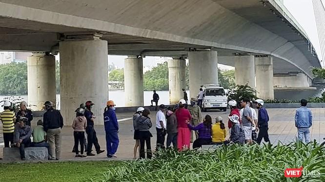 Khu vực chân cầu Trần Thị Lý (quận Ngũ Hành Sơn, Đà Nẵng), nơi người dân địa phương phát hiện va li chưa thi thể phụ nữ bị chặt khúc