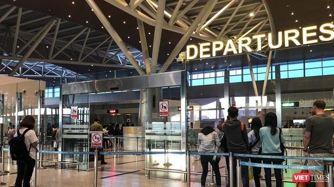 Ban Chỉ đạo Quốc gia phòng-chống dịch COVID-19 chỉ đạo siết chặt quản lý nhập cảnh, ngăn chặn người nước ngoài xâ nhập trái phép vào Việt Nam.