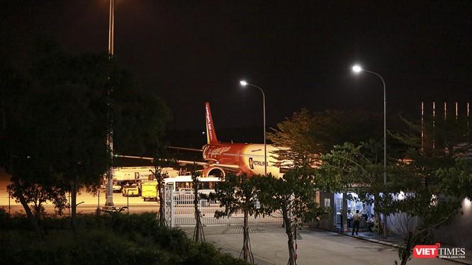 Đúng 23h55 đêm ngày 25/2, chuyến bay của Vietjet Air đã đưa đoàn khách Hàn Quốc từ sân bay quốc tế Đà Nẵng trở về nước.