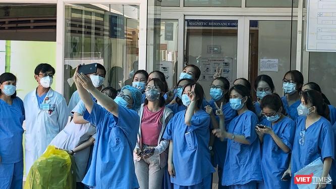 Bệnh nhân mắc COVID-19 thứ 135 điều trị tại Đà Nẵng xuất viện hôm ngayd 10/4