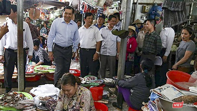 Các hộ tiểu thương buôn bán tại chợ Hàn