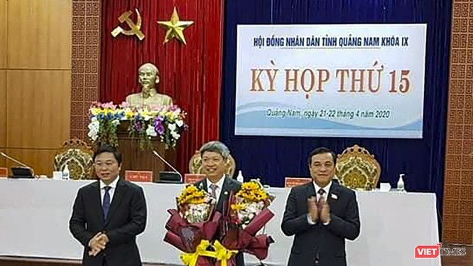 Ông Hồ Quang Bửu - Chủ tịch UBND huyện Nam Trà My (đứng giữa)