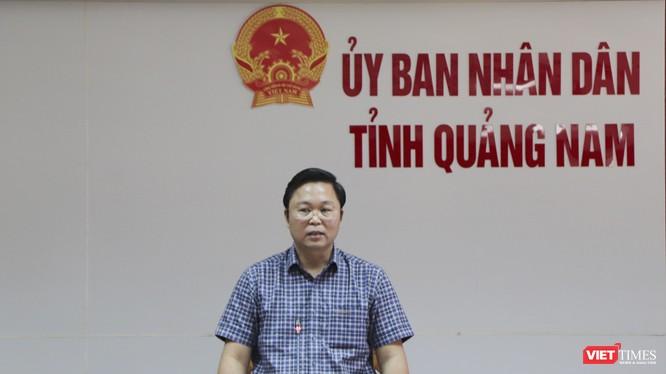 Ông Lê Trí Thanh - Chủ tịch UBND tỉnh Quảng Nam chủ trì cuộc họp các sở ban ngành liên quan đến việc mua sắm Hệ thống xét nghiệm Real - time PCR tự động diễn ra chiều 29/4.