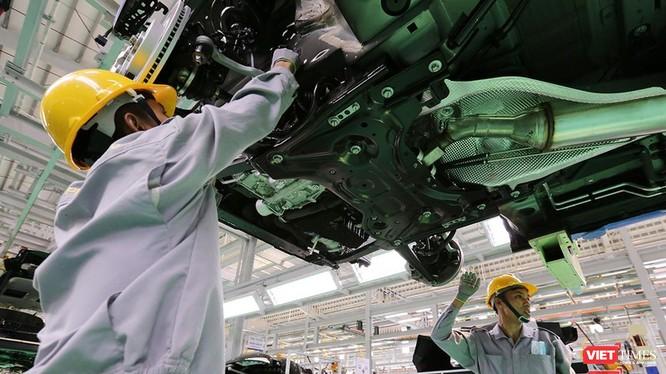 Công nhân nhà máy sản xuất xe ô tô Thaco tại Quảng Nam