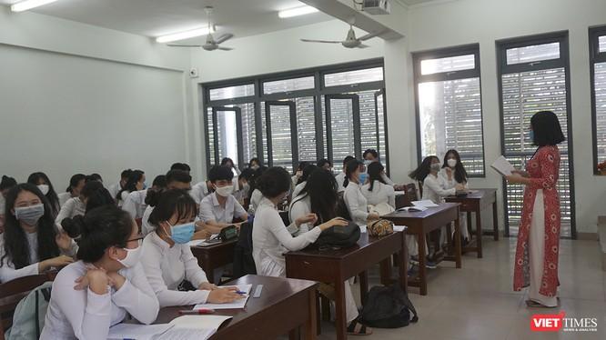 Học sinh THPT trên địa bàn TP Đà Nẵng đến lớp trong mùa dịch COVID-19