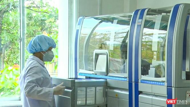 Hệ thống xét nghiệm Realtime PCR tự động phục vụ xét nghiệm COVID-19 tại CDC Quảng Nam