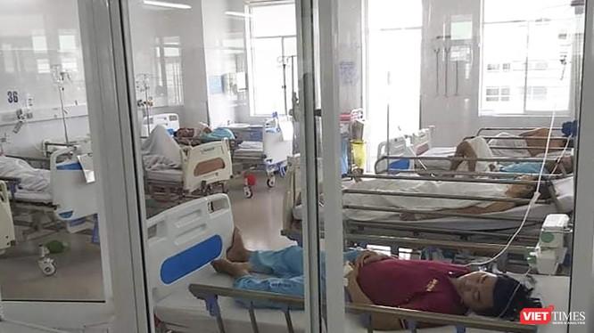 Các bệnh nhân vụ ngộ độc thực phẩm xảy ra trên địa bàn huyện Hòa Vang đang được điều trị tại bệnh viện