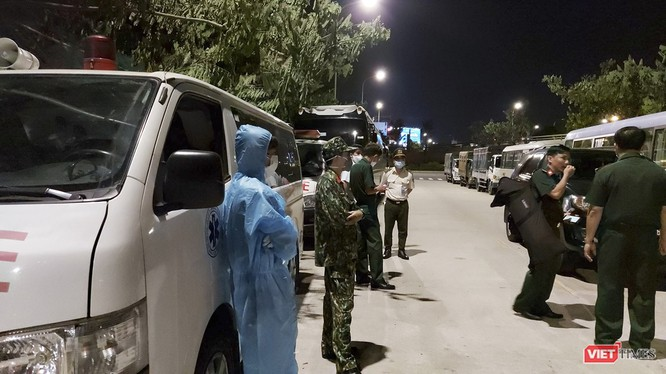 Các lực lượng chuẩn bị sẵn sàng tại sân bay để đưa số công dân từ Malaysia về khu cách ly tập trung