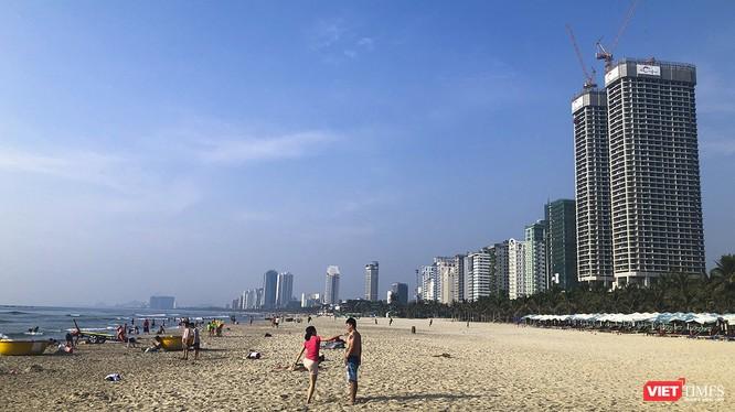 Một góc bãi biển Đà Nẵng
