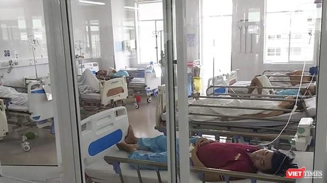 Bệnh nhân trong vụ ngộ độc thực phẩm điều trị tại Bệnh viện Đà Nẵng