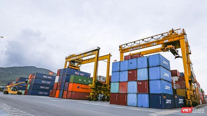 Một góc cảng hàng hóa Tiên Sa (Đà Nẵng)