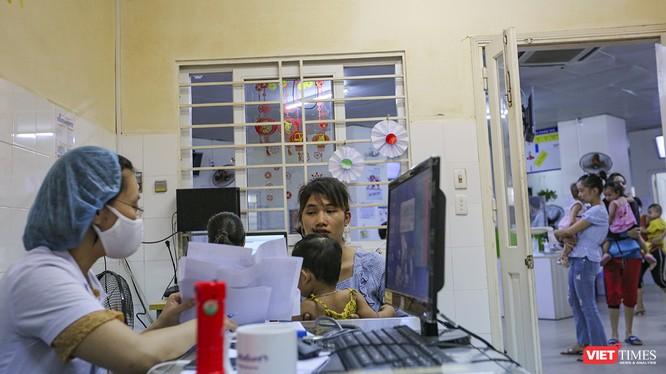 Bệnh nhân đến thăm khám tại Bệnh viện Phụ sản - Nhi TP Đà Nẵng