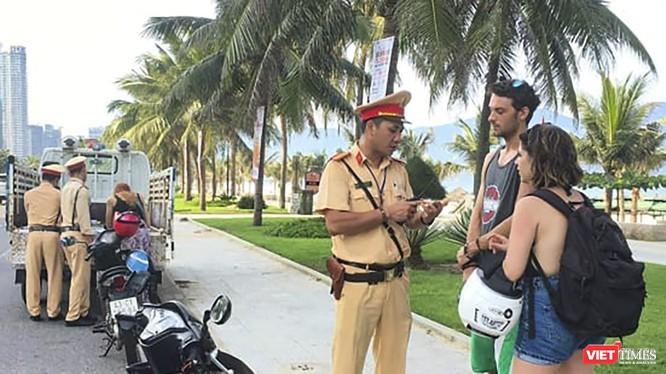 Lực lượng cảnh sát giao thông đang làm nhiệm vụ