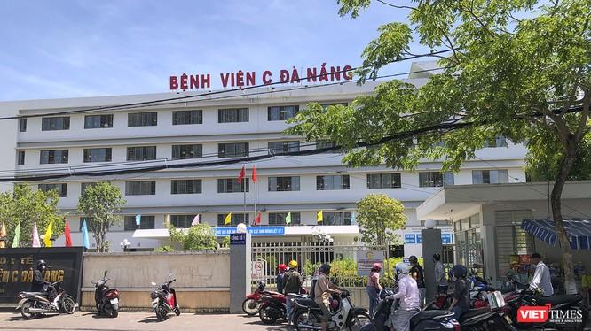 Sáng 24/7, cổng chính của Bệnh viện C (Đà Nẵng) đã được đóng, hạn chế người ra vào