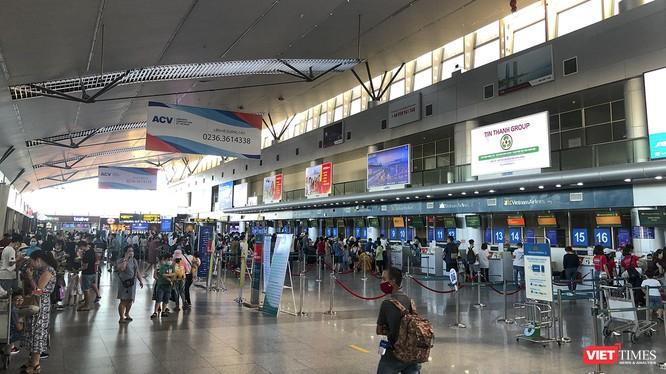 Bộ GTVT tuyên bố dừng hoạt động vận tải đến và đi tư Đà Năng khiến hơn 300 khách du lịch kẹt lại Đà Nẵng.