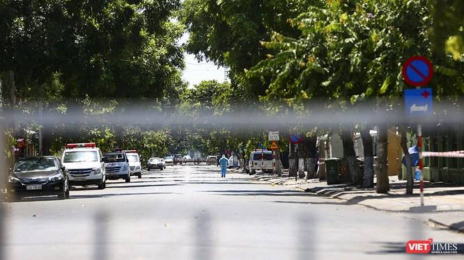 Tuyến đường Quang Trung đoạn từ Nguyễn Thị Minh Khai đến Đống Đa tĩnh lặng trong ngày đầu phong tỏa dịch COVID-19