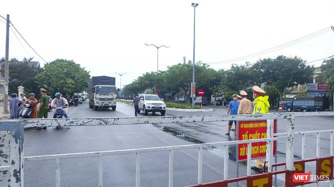 Chốt kiểm soát phòng dịch COVID-19 trên đường bộ tại ranh giới tỉnh Quảng Nam và TP Đà Nẵng