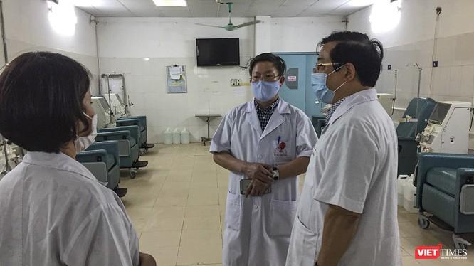Đoàn kiểm tra số 1 của Bộ Y tế và Sở Y tế Hà Nội trong chuyến kiểm tra công tác chống dịch COVID-19 tại các bệnh viện chuyên khoa phổi, thận trên địa bàn TP.