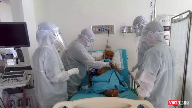 Bệnh nhân 592 (nữ giới, 100 tuổi) đang được điều trị tại Bệnh viện đa khoa Trung ương Quảng Nam.