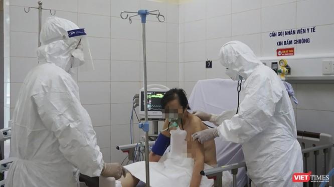 """Các bác sỹ làm việc tại """"tâm bão COVID-19"""" Bệnh viện Phổi Đà Nẵng"""