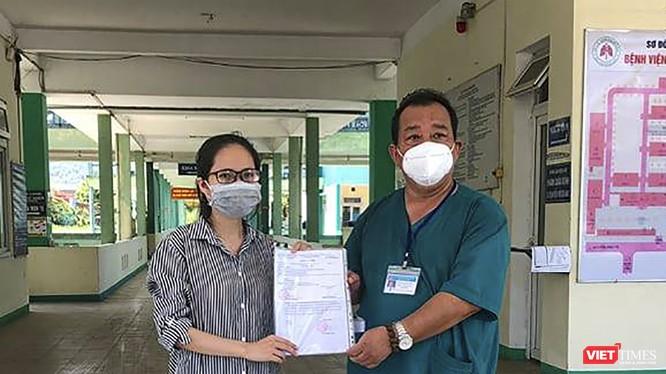 Bệnh nhân mắc COVID-19 thứ 615 tại buổi xuất viện