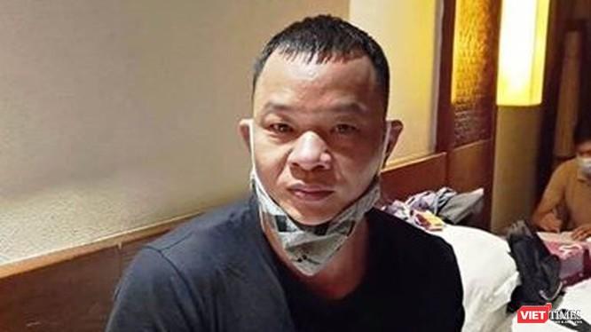 """Đối tượng Gao Liang Gu (Cao Lượng Cố, 42 tuổi, quốc tịch Trung Quốc) vừa bị Công an tỉnh Quảng Nam khỏi tố liên quan đến vụ án """"Tổ chức, môi giới cho người khác nhập cảnh hoặc ở lại Việt Nam trái phép"""" và """"Đưa hối lộ"""""""