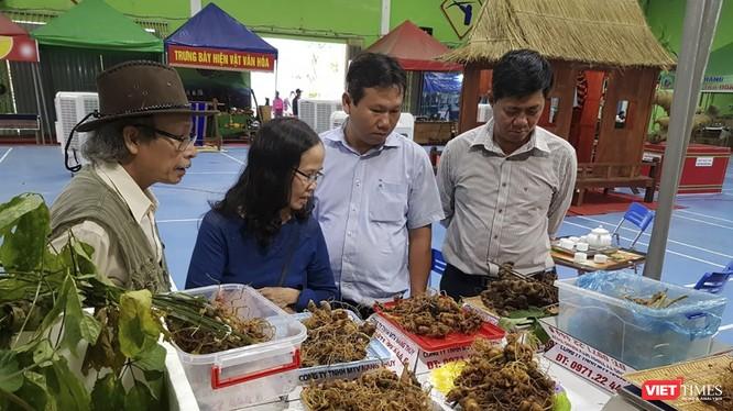 Một góc phiên Chợ sâm Ngọc Linh ở Quảng Nam