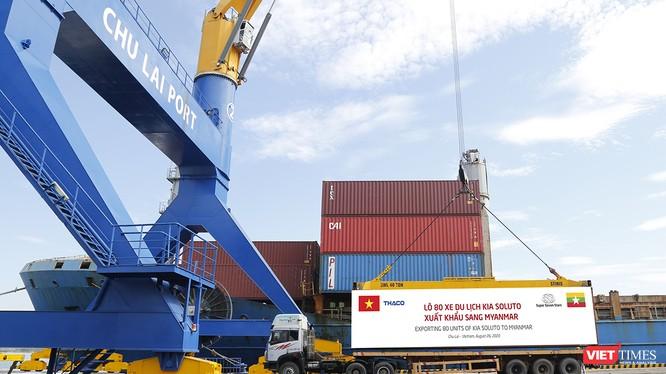 Lô hàng xe du lịch được Thaco xuất khẩu sang Myanmar