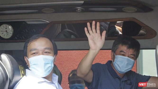 Bác sĩ Trần Thanh Linh - Phó trưởng Khoa Hồi sức cấp cứu, Bệnh viện Chợ Rẫy chào tạm biệt Đà Nẵng.