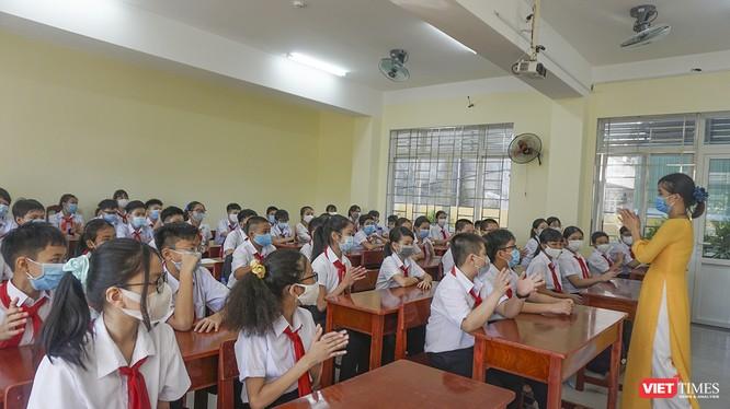 Học sinh ở Đà Nẵng trở lại lớp sau đợt bùng phát dịch COVID-19 lần thứ 2