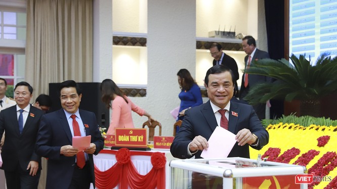 Ông Phan Việt Cường bỏ phiếu tại Đại hội đại biểu Đảng bộ tỉnh Quảng Nam lần thứ XXII vừa diễn ra
