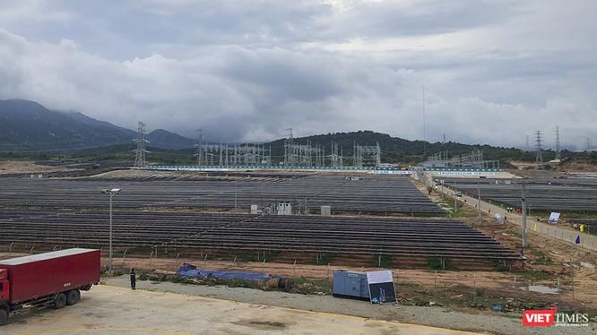 Một góc Dự án Trạm biến áp 500kV và đường dây 220/500kV kết hợp Nhà máy điện mặt trời Trung Nam Thuận Nam 450 MW tại tỉnh Ninh Thuận.