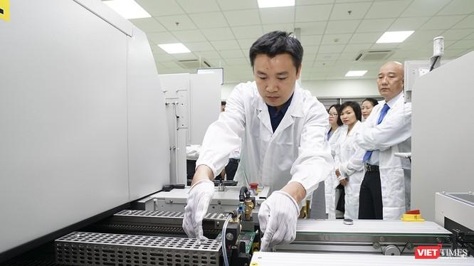Những bộ vi mạch điện tử công nghệ cao SMT đầu tiên được sản xuất tại Danang IT Park