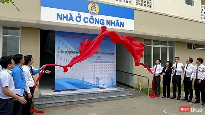 Lãnh đạo Thành uỷ, UBND TP Đà Nẵng và các cơ quan liên quan tại sự kiện đưa trình nhà ở cho công nhân khu công nghiệp Hoà Cầm vào hoạt động