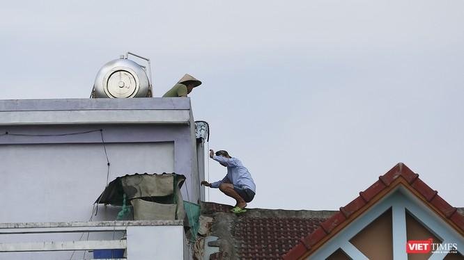 Người dân Đà Nẵng chẳng lại nhà để ứng phó khi bão số 9 đổ bộ