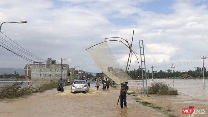 Tuyến giao thông liên huyện ở Quảng Nam bị ngập do lũ