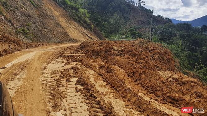 Đường giao thông khu vực miền núi bị sạt lở nghiêm trọng do mưa lũ
