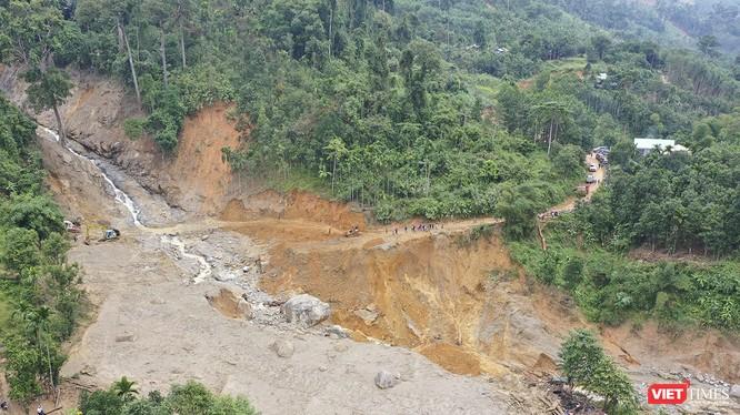 Mưa bão gây sạt lở đất nghiêm trọng đối với vùng núi các tỉnh miền Trung