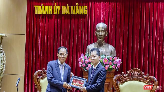 Bí thư Thành ủy Đà Nẵng Nguyễn Văn Quảng tiếp ngài Park Noh-wan - Đại sứ đặc mệnh toàn quyền Hàn Quốc tại Việt Nam nhân sự kiện khai trương Tổng lãnh sự quán Hàn Quốc tại Đà Nẵng.