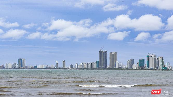 Một góc đô thị Đà Nẵng nhìn từ biển