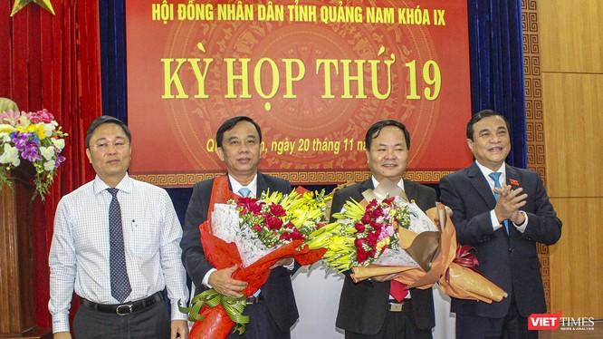 Ông Nguyễn Hồng Quang - Bí thư Thành ủy TP Tam Kỳ (người thứ 2 từ phải sang) được bầu giữ chức danh Phó Chủ tịch UBND tỉnh Quảng Nam, nhiệm kỳ 2016-2021.